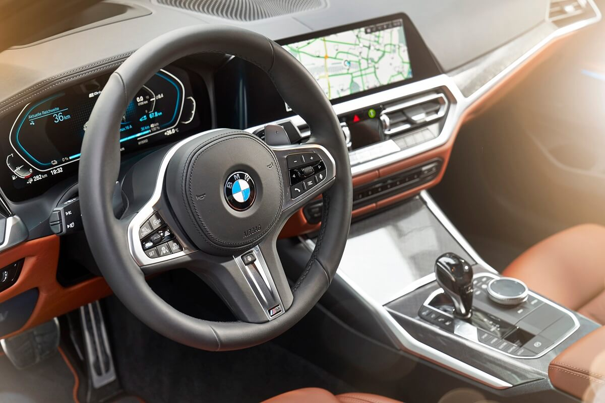 P90359913_highRes_the-all-new-bmw-330e.jpg