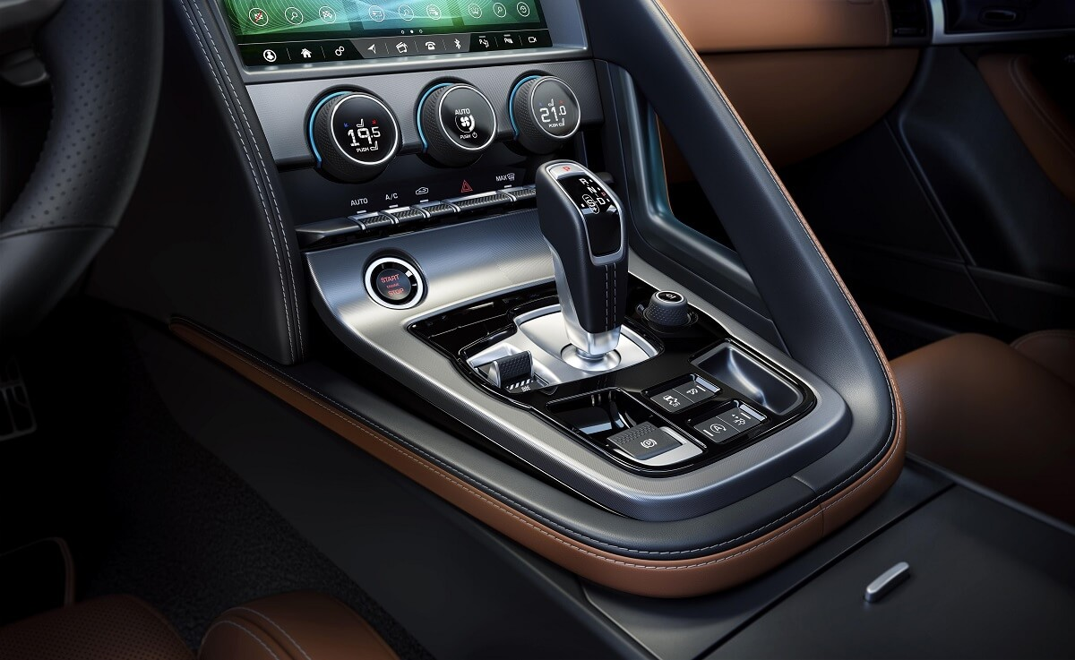 Jag_F-TYPE_21MY_Reveal_Image_Detail_CentreConsole_02.12.19_04.jpg