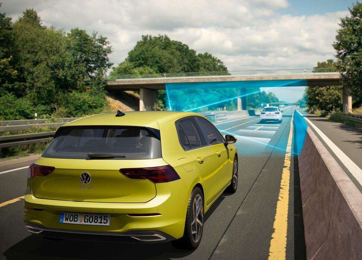 Volkswagen-Golf-2020-14.jpg
