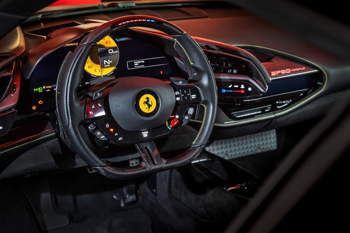Ferrari-SF90-Stradale_TW_03.jpg