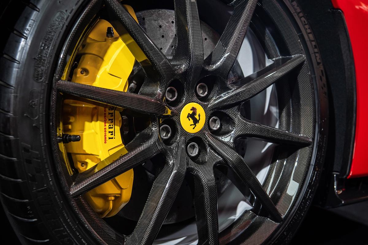 Ferrari-SF90-Stradale_TW_08.jpg