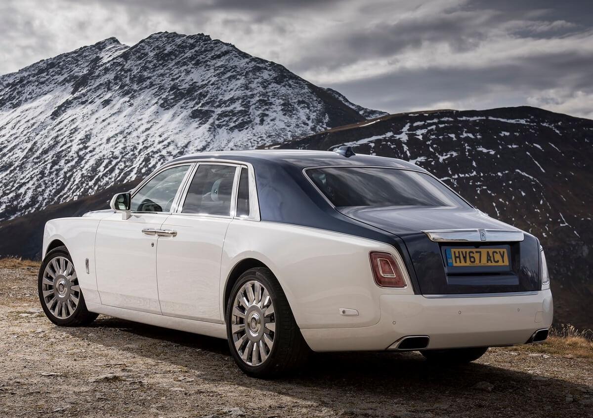 Rolls-Royce-Phantom-2018-2.jpg