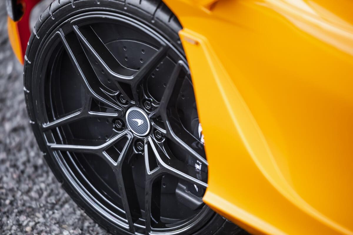 Small-11072-McLaren720SRide-On.jpg
