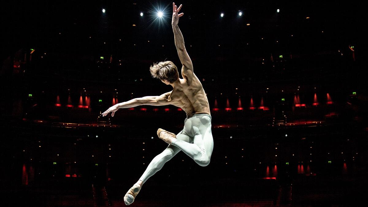 2031318_friedemann_vogel_ballet_dancer_stuttgart_ballet_2019_porsche_ag_1.jpg