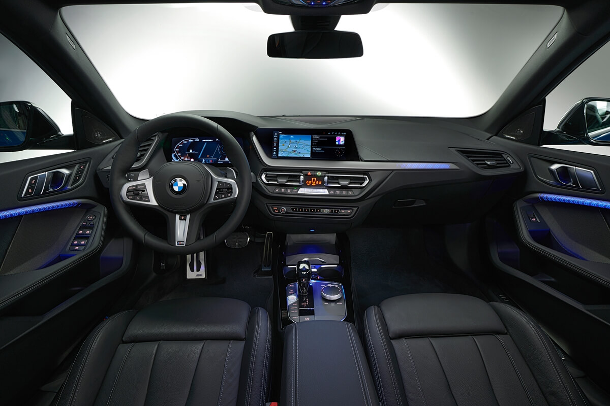 P90370606_highRes_the-all-new-bmw-2-se.jpg