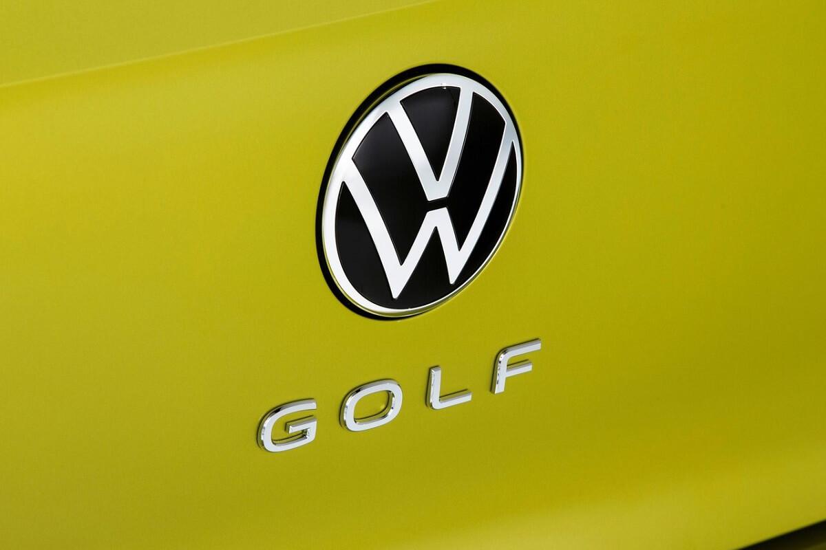 Volkswagen-Golf-2020-12.jpg