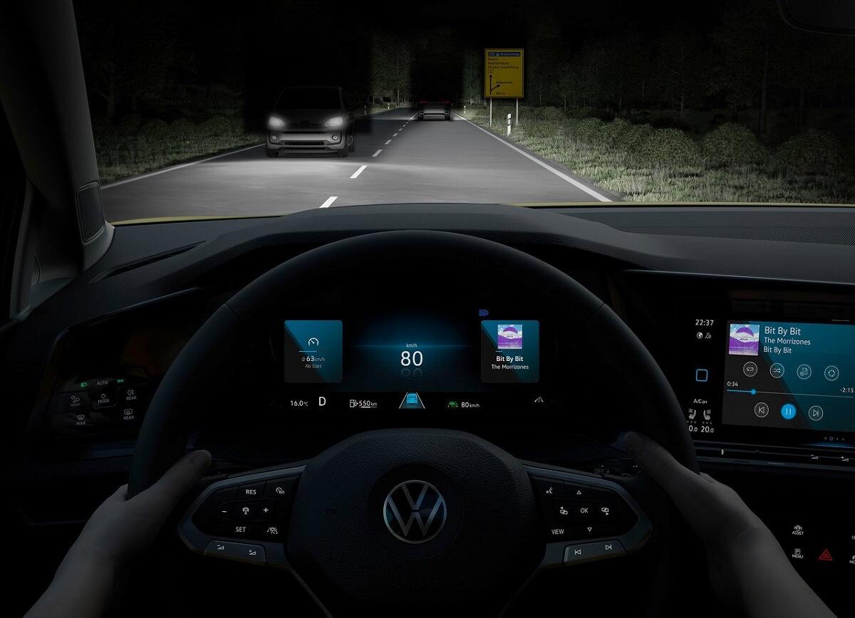 Volkswagen-Golf-2020-15.jpg