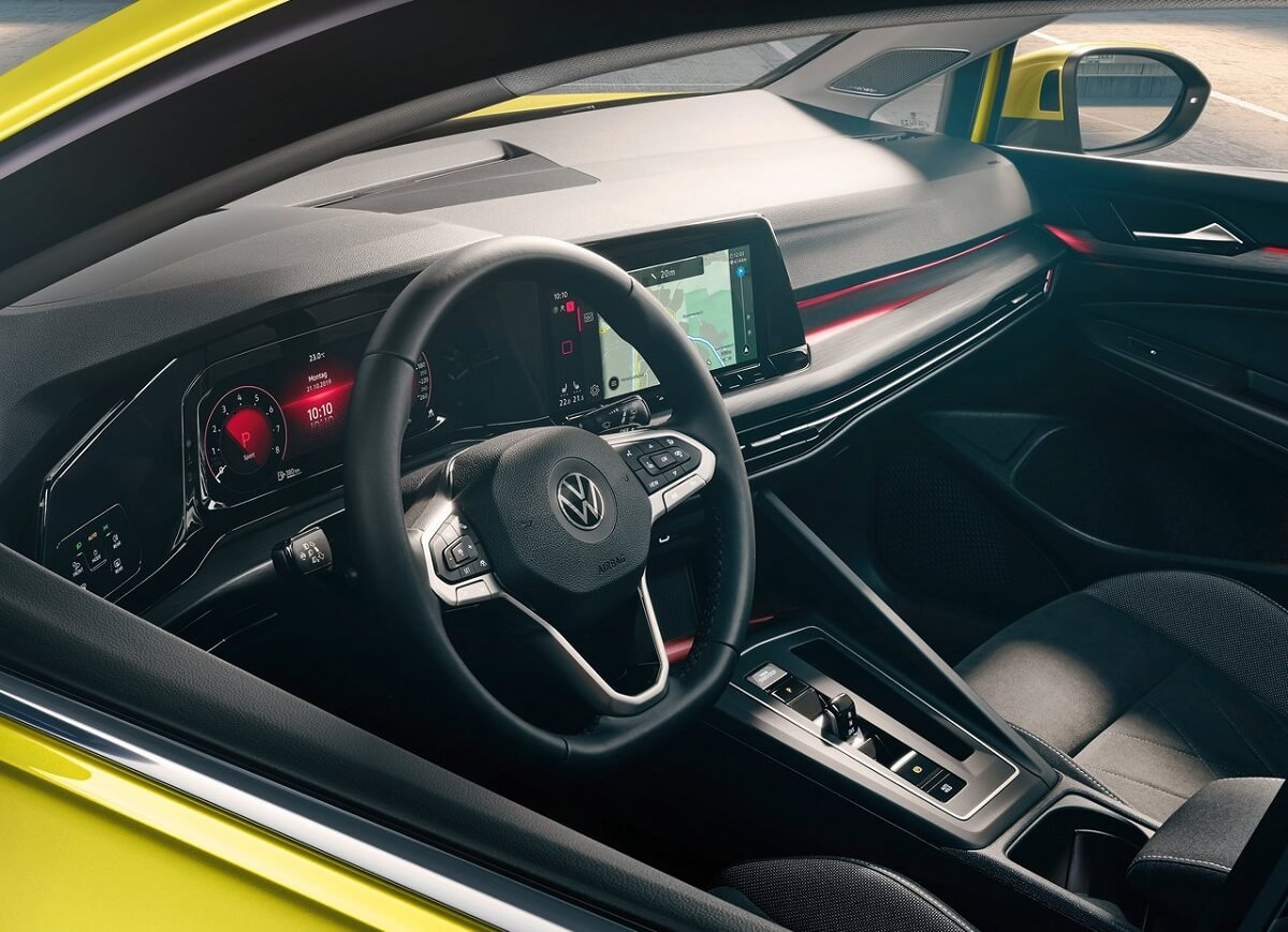 Volkswagen-Golf-2020-3.jpg