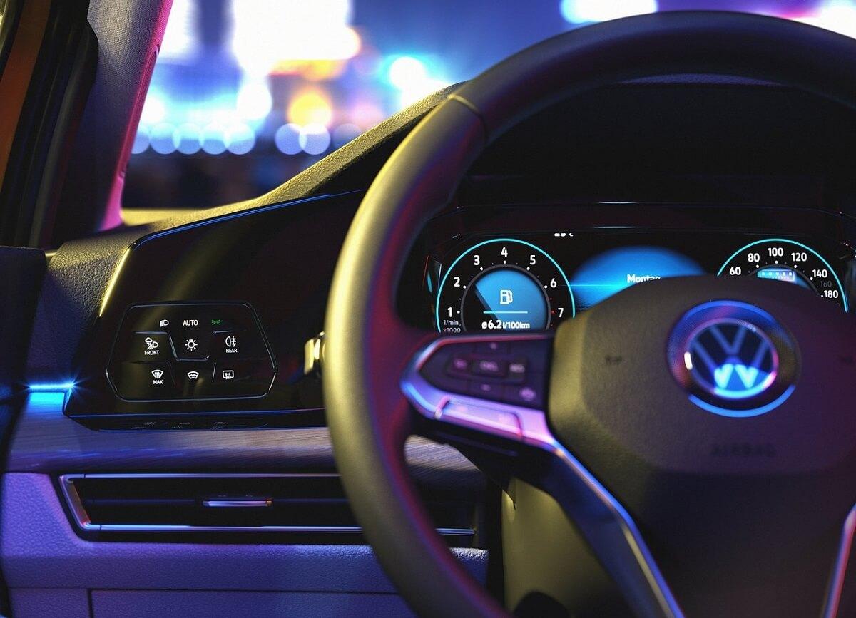 Volkswagen-Golf-2020-5.jpg