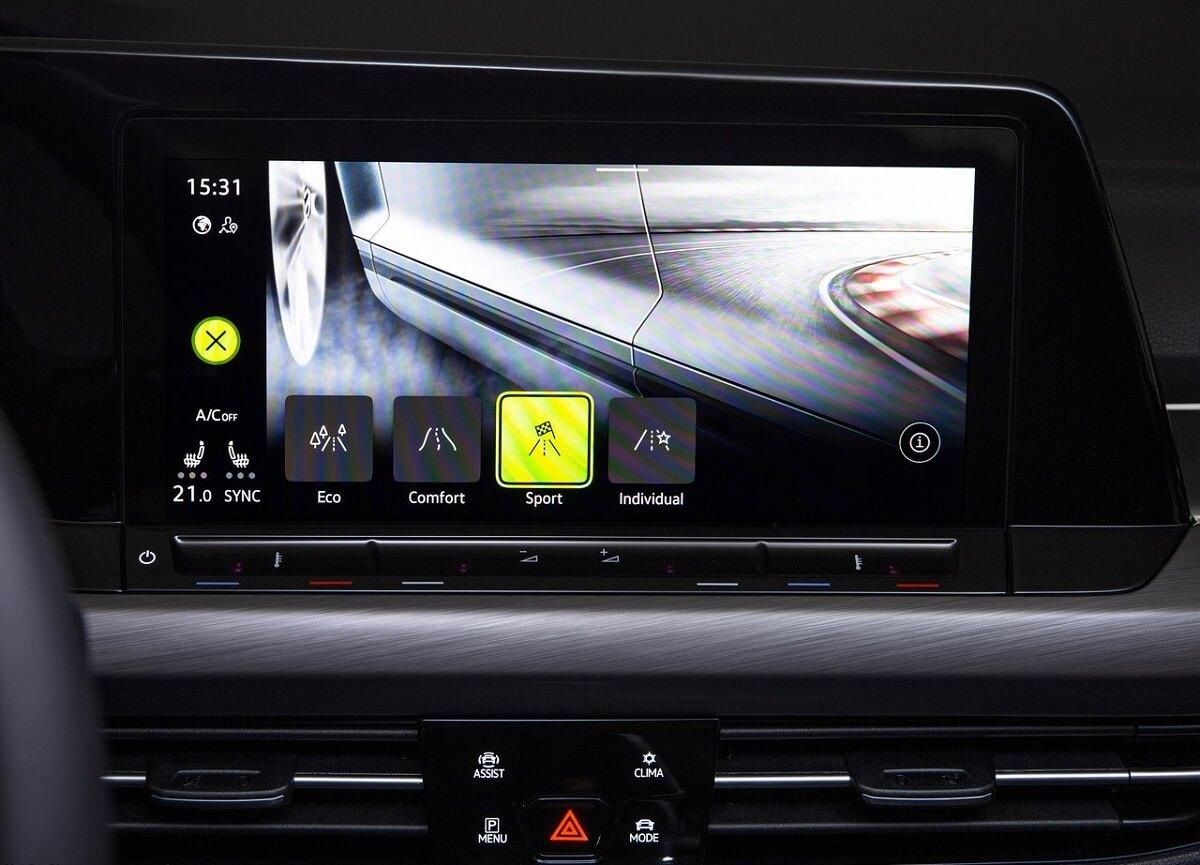 Volkswagen-Golf-2020-7.jpg