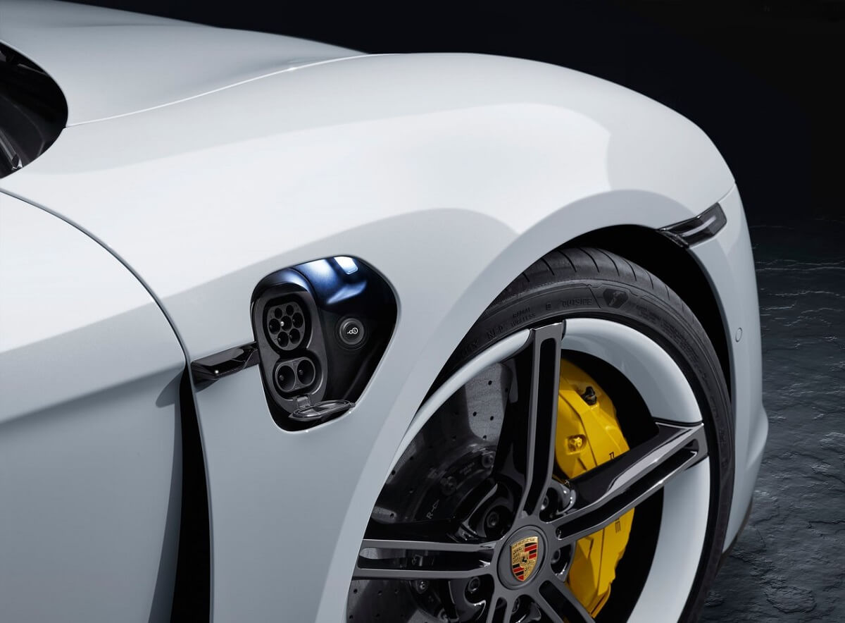 Porsche-Taycan-2020-2.jpg