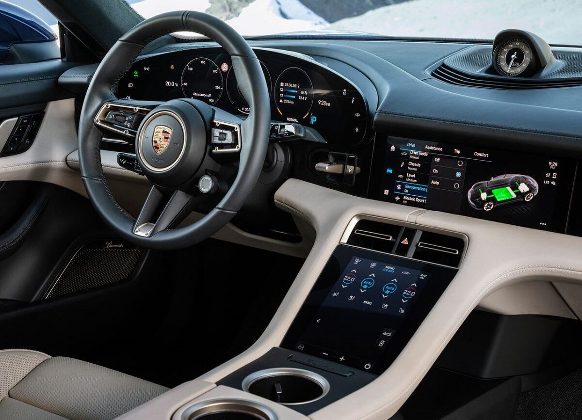 Porsche-Taycan-2020-4.jpg