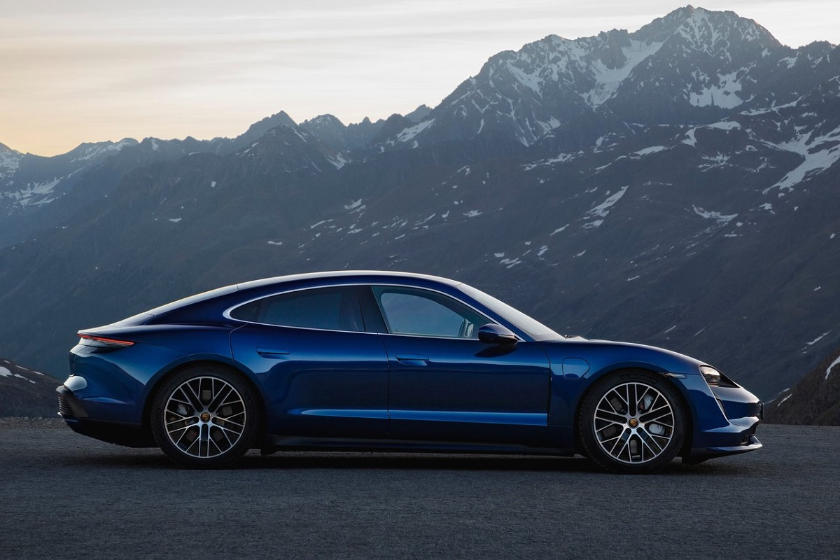 Porsche-Taycan-2020-8.jpg