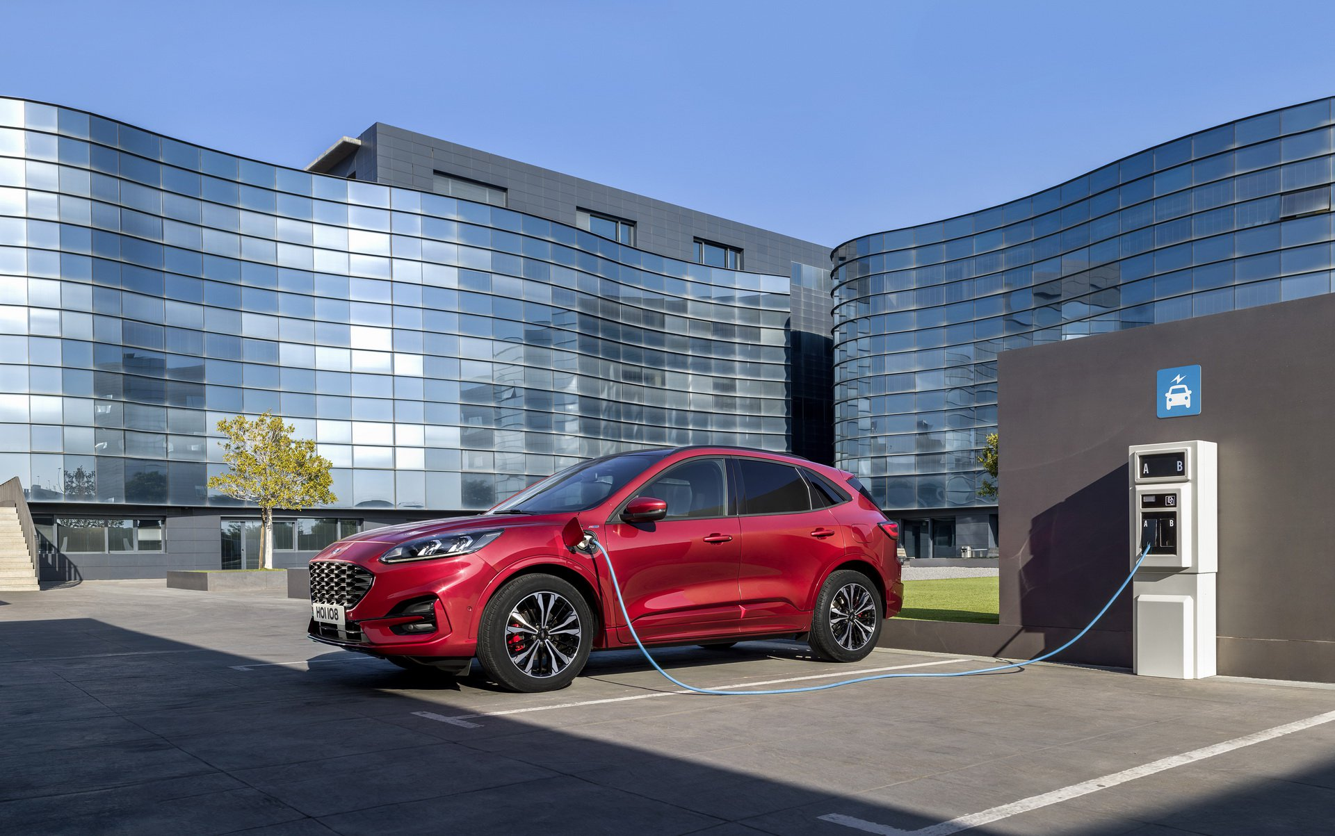larger-lighter-2020-ford-kuga-debuts-with-three-hybrid-engines_3.jpg