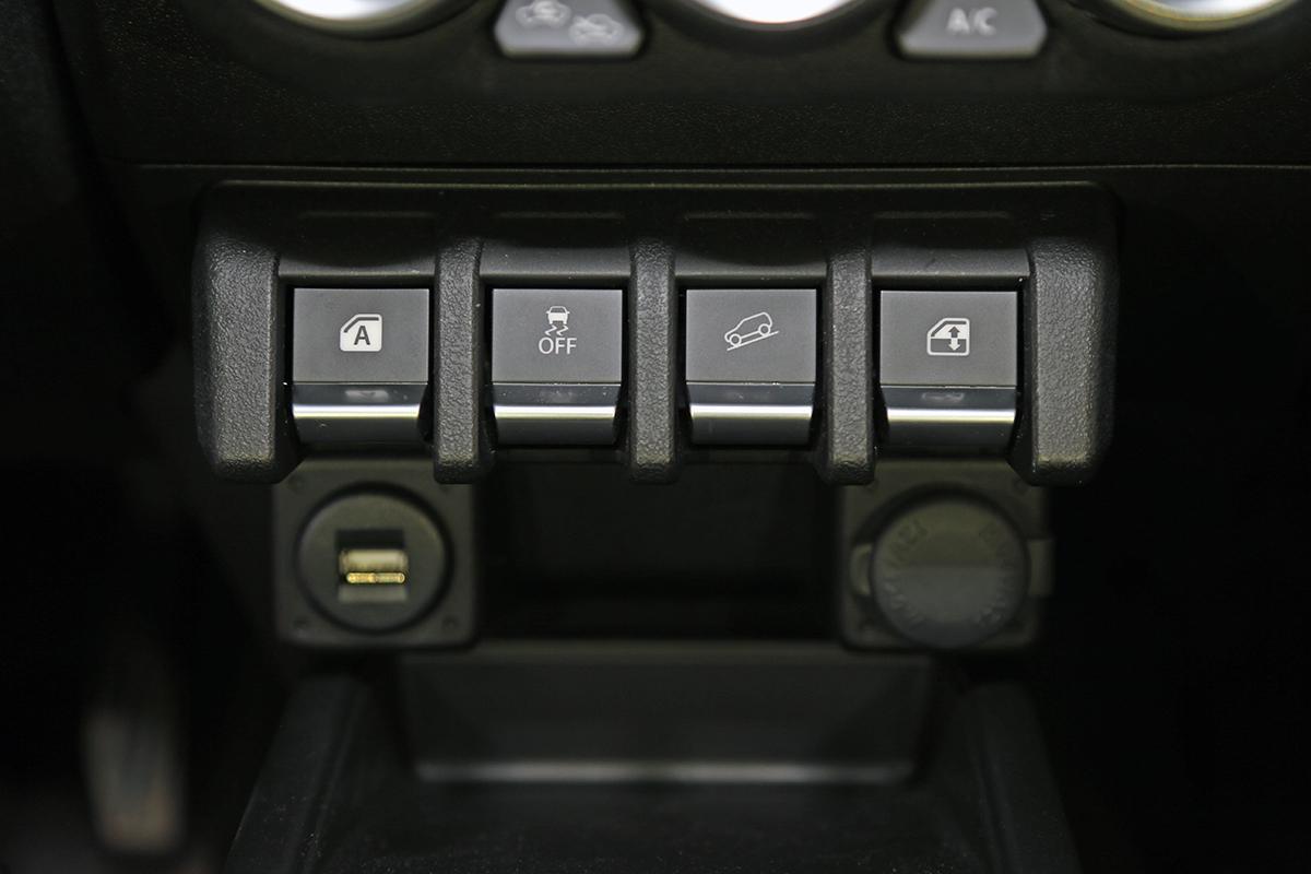 B26V8098.jpg