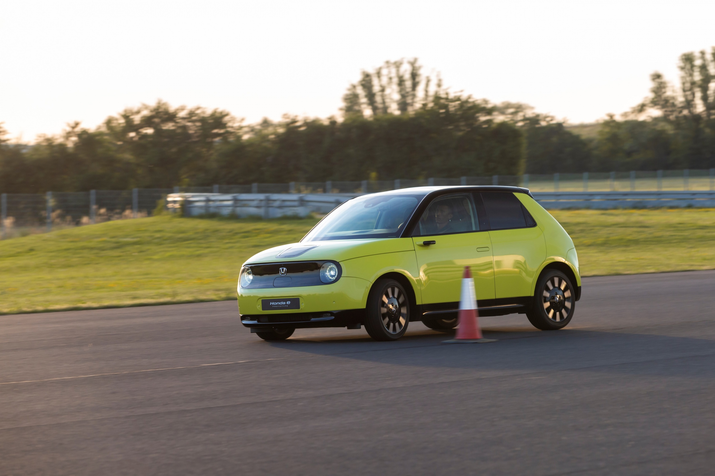 185280_HONDA_E_THE_PERFECT_BALANCE_OF_EFFICIENCY_AND_PERFORMANCE_FOR_URBAN.jpg