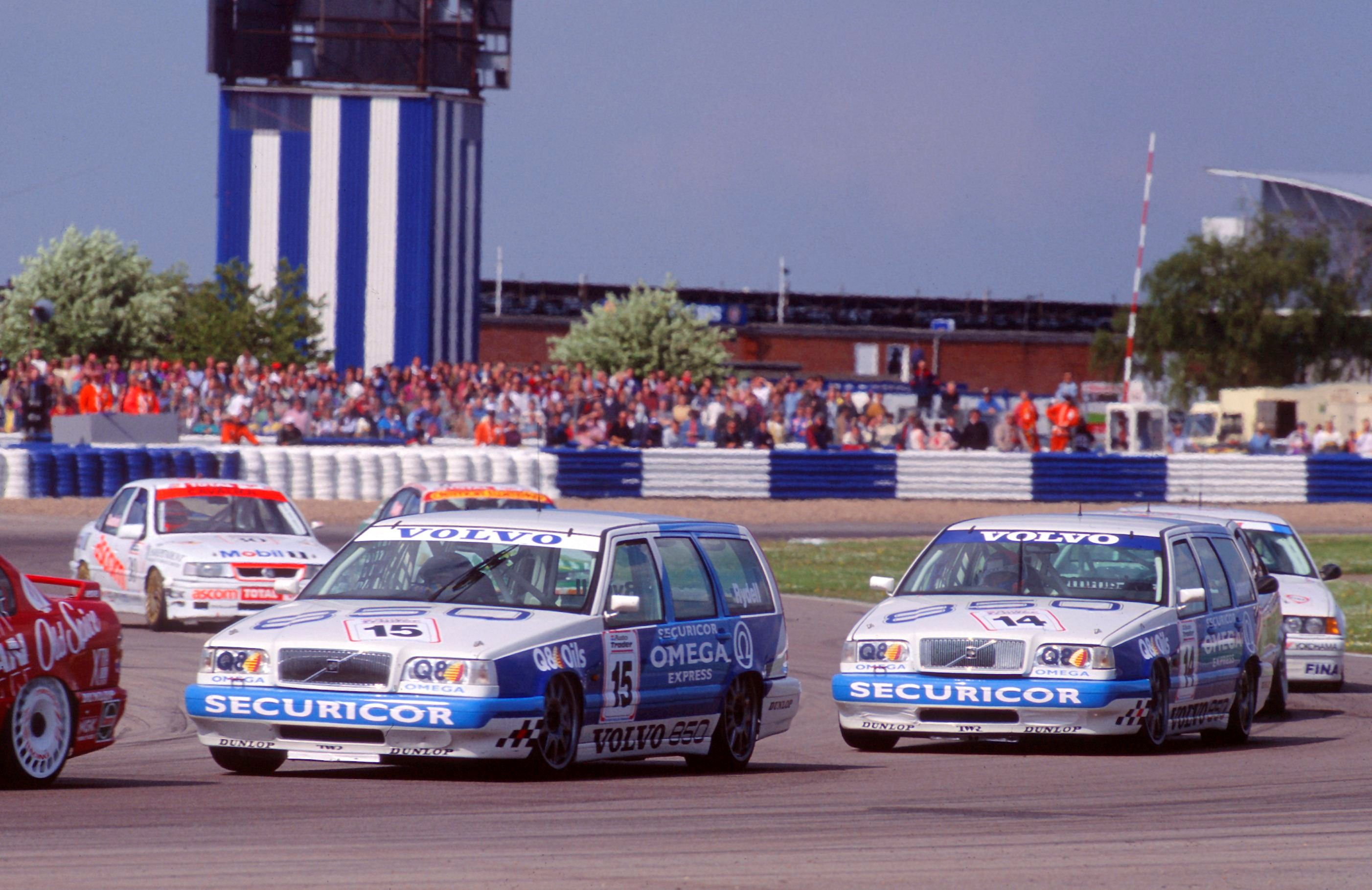 143337_The_Volvo_850_Estate_in_the_1994_BTCC.jpg