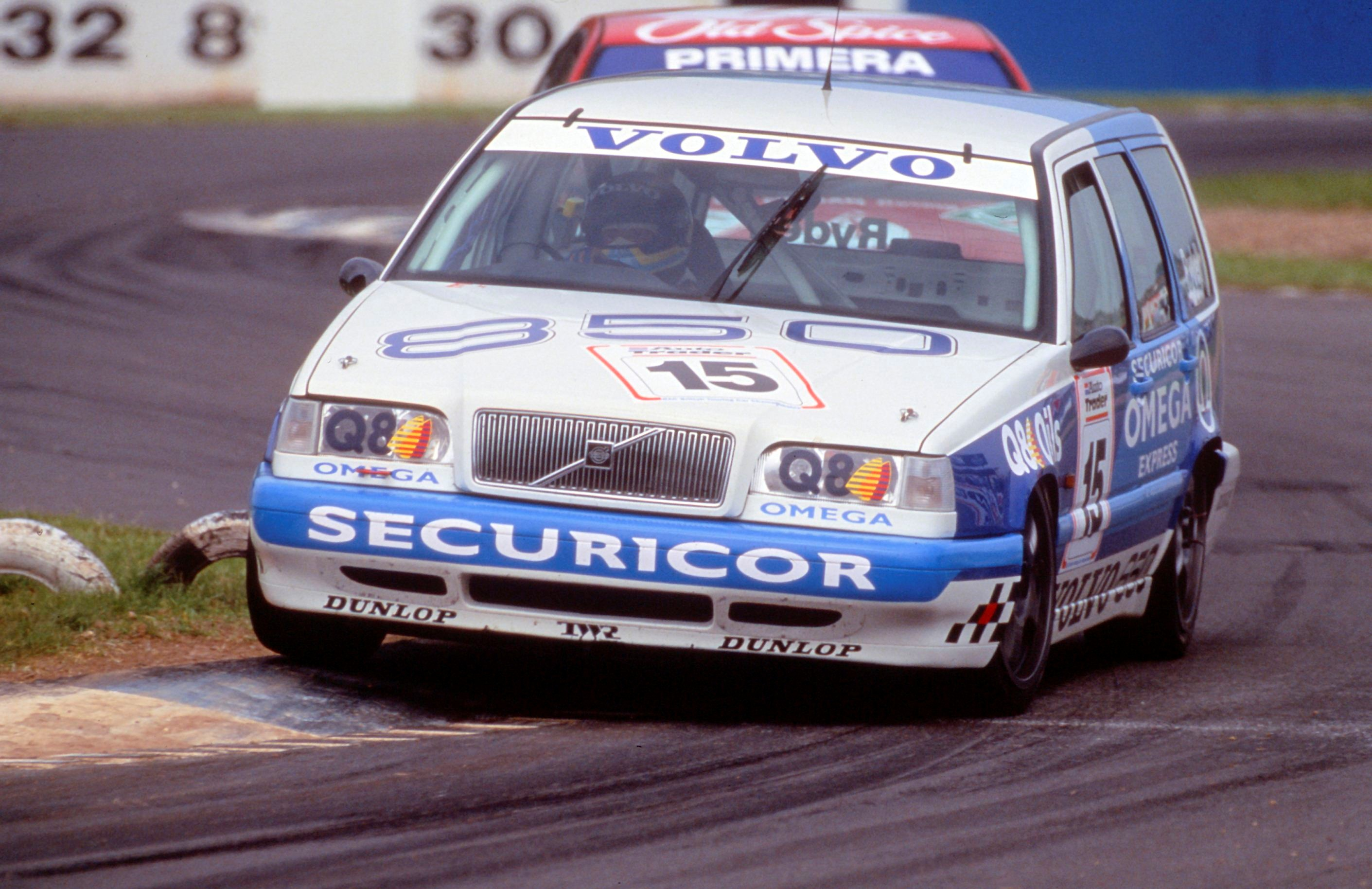 143338_The_Volvo_850_Estate_in_the_1994_BTCC.jpg
