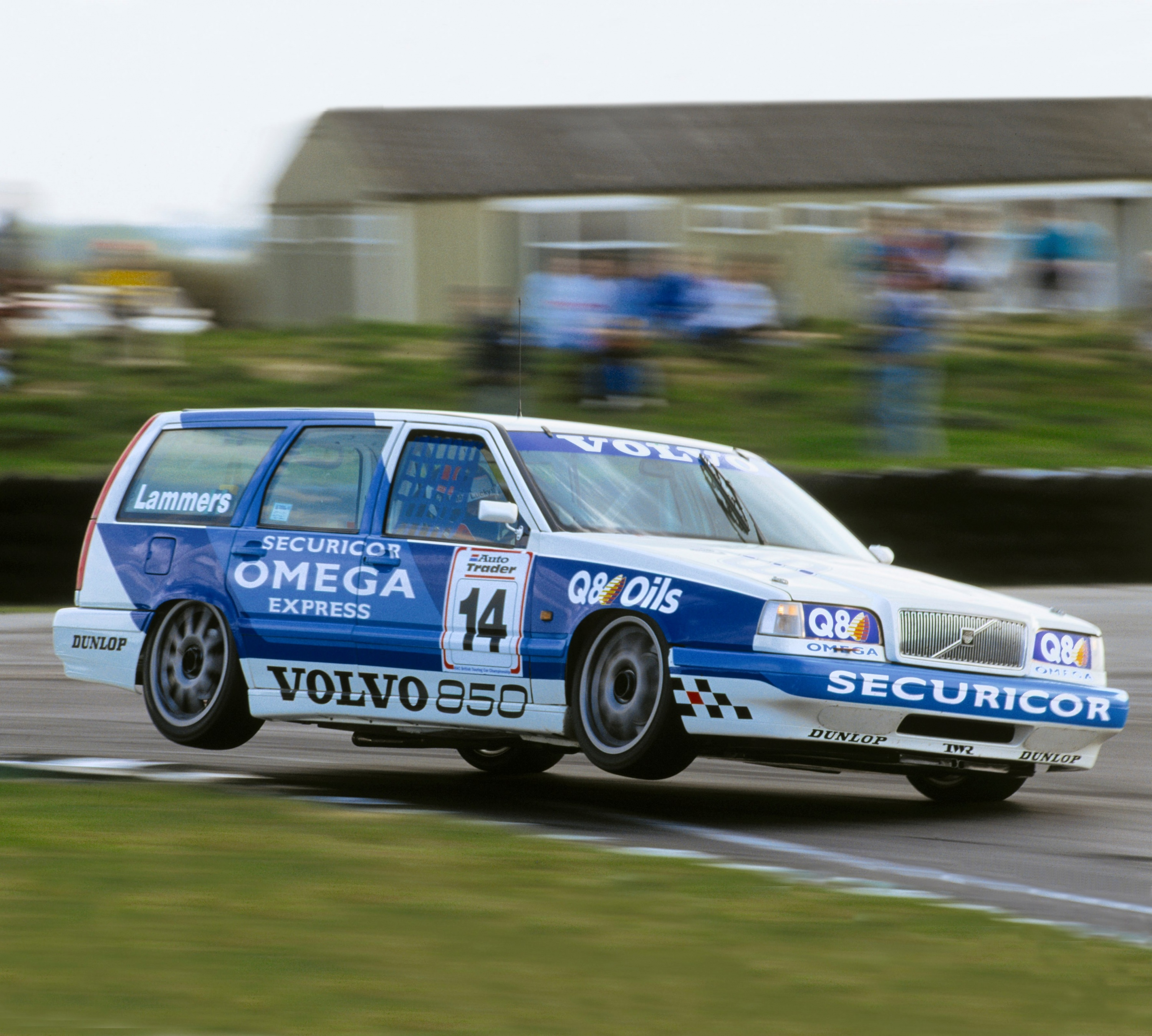 19366_Volvo_entered_BTCC_with_its_850_Estate_equipped_with_catalytic_converters.jpg
