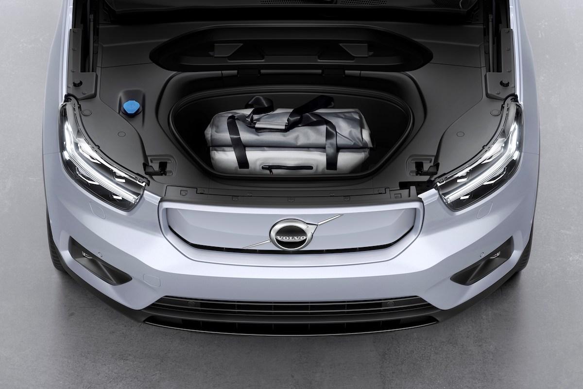 259196_Volvo_XC40_Recharge_P8_AWD_in_Glacier_Silver.jpg