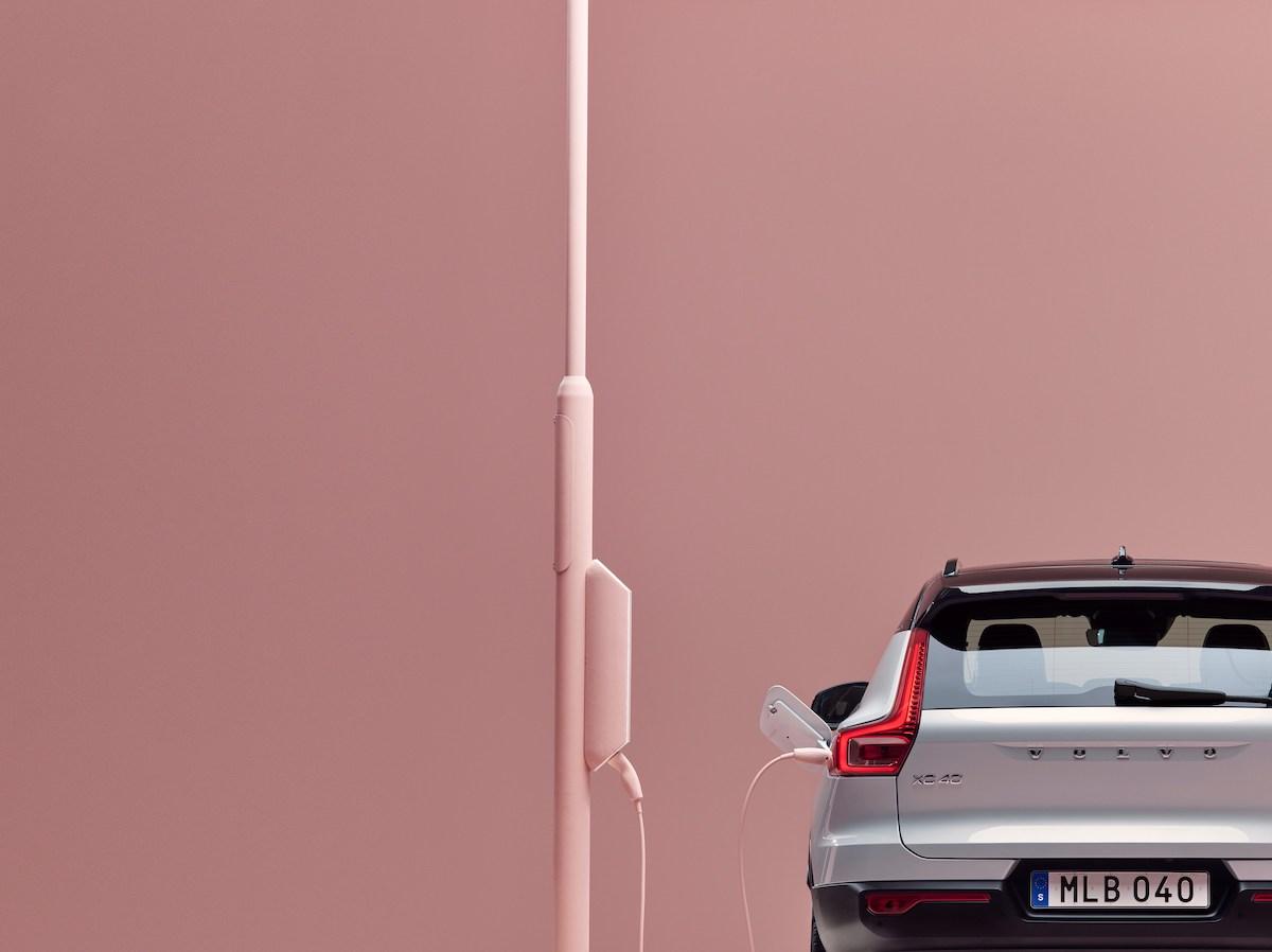 259204_Volvo_XC40_Recharge_P8_AWD_in_Glacier_Silver.jpg