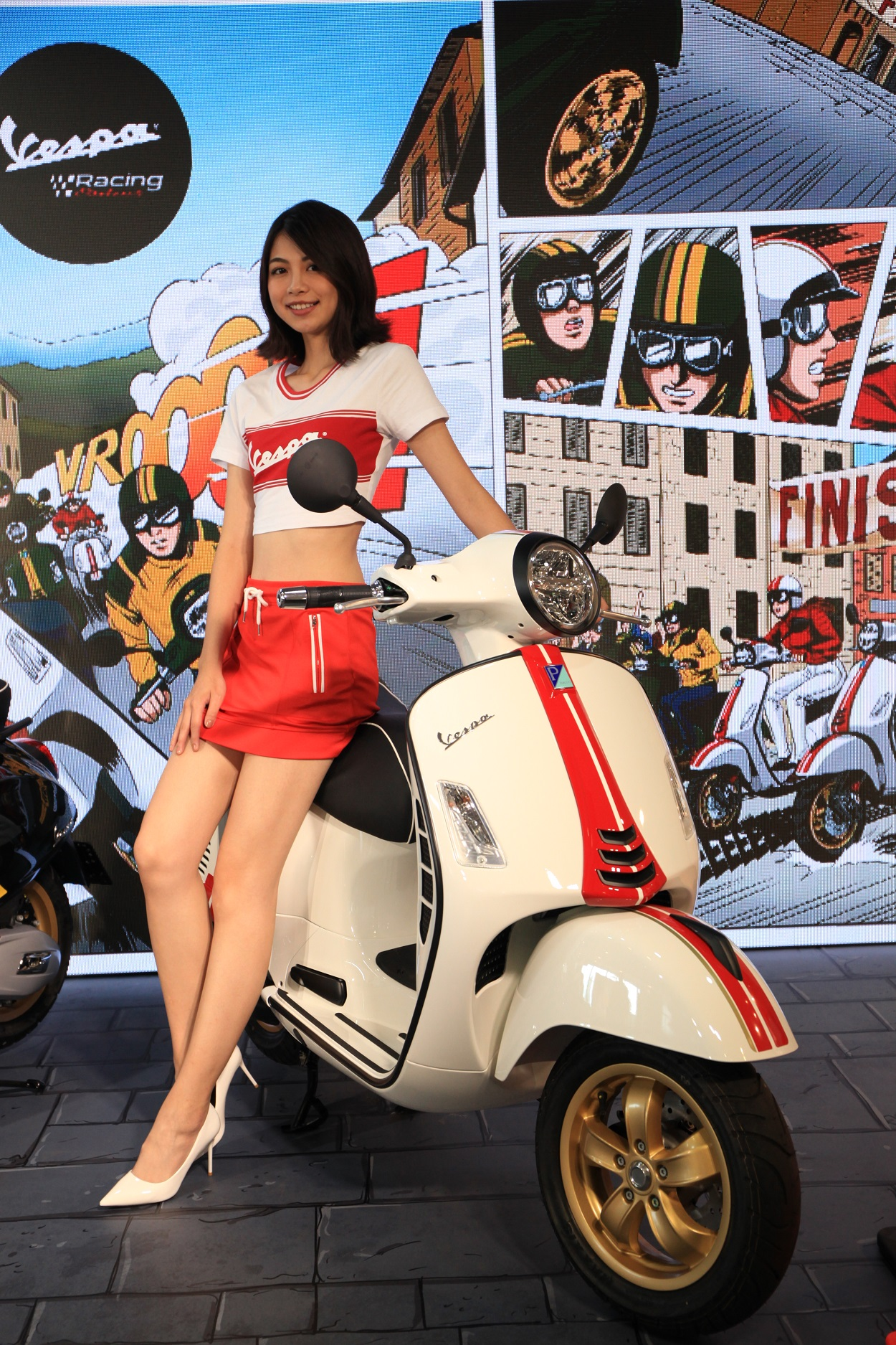 Vespa GTS 300 Racing Sixties.jpg