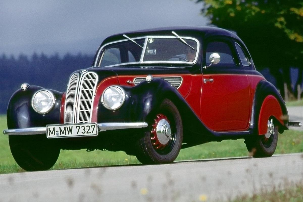 從1930年代以來,BMW雙腎格柵所引起的風潮與演變 - CarStuff 人車事