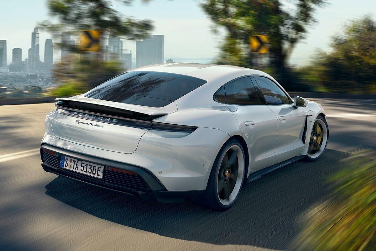 Porsche-Taycan-2020-7.jpg