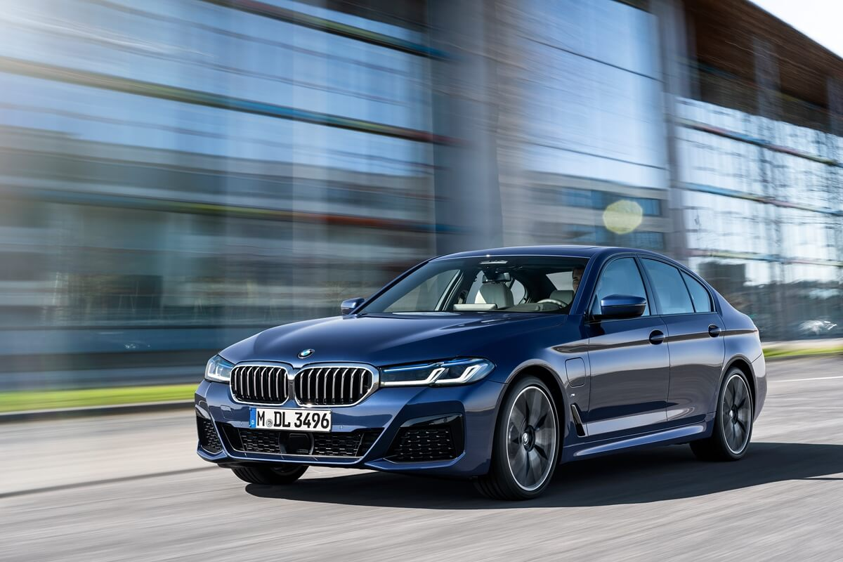 P90389007_highRes_the-new-bmw-530e-xdr.jpg