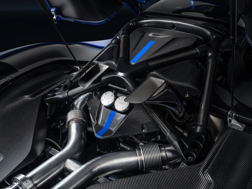 0.6-Czinger-21C-Lightweight-track-configuration-in-Geneva-International-Motor-Show-configuration-engine-bay---1250-hp---world-s-most-power-dense-engine.jpg