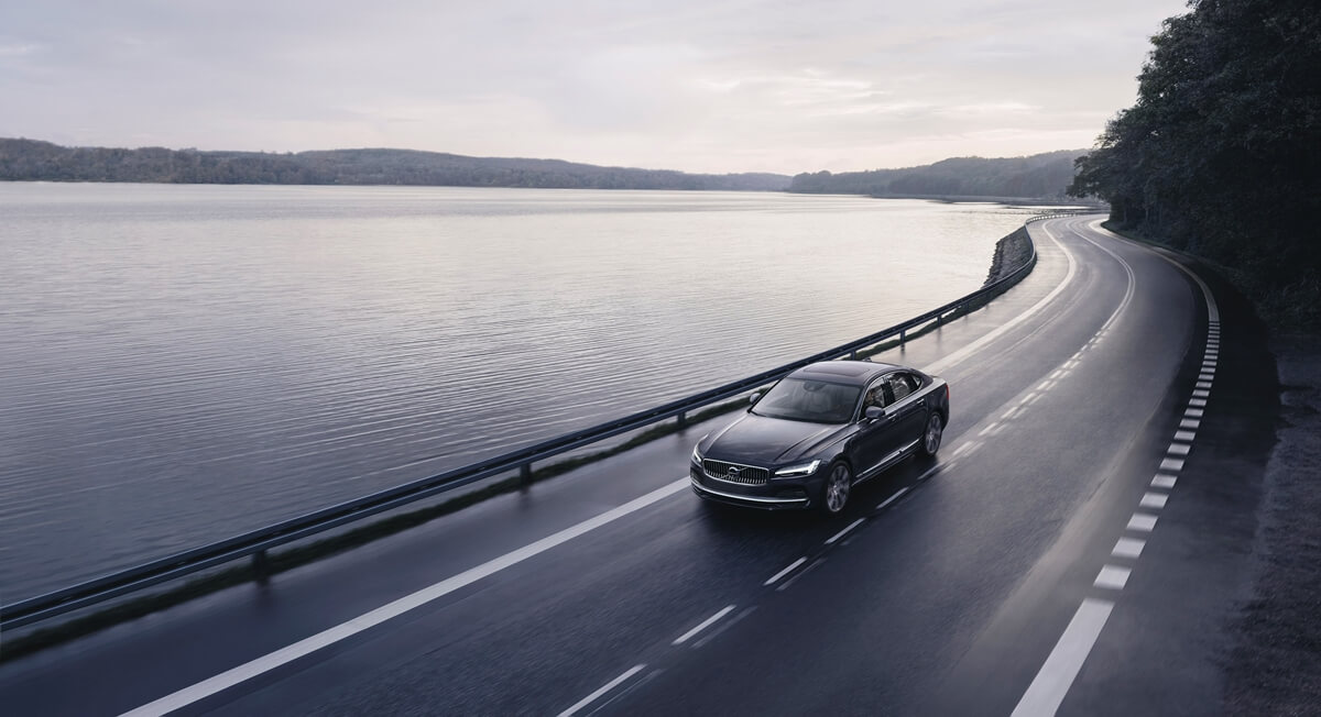 262602_The_refreshed_Volvo_S90_Recharge_T8_plug-in_hybrid_in_Platinum_Grey.jpg