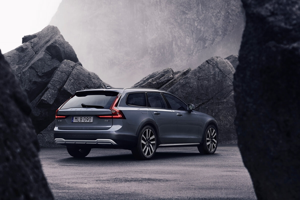 262610_The_refreshed_Volvo_V90_B6_AWD_Cross_Country_in_Thunder_Grey.jpg