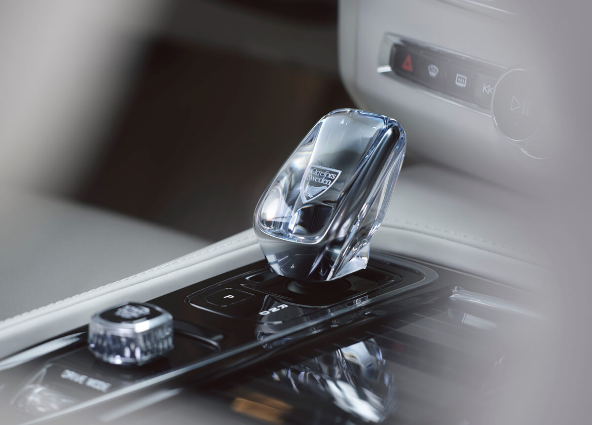 262874_The_refreshed_Volvo_V90_S90_Interior_Detail_-_Orrefors_Gear_shift.jpg