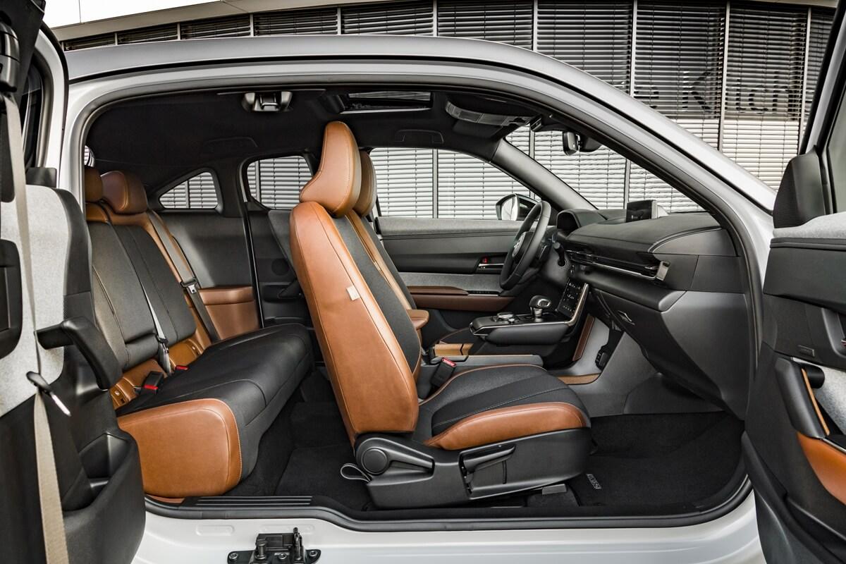 01-Interior---Mazda-MX-30-Ceramic-White-Industrial-Vintage.jpg