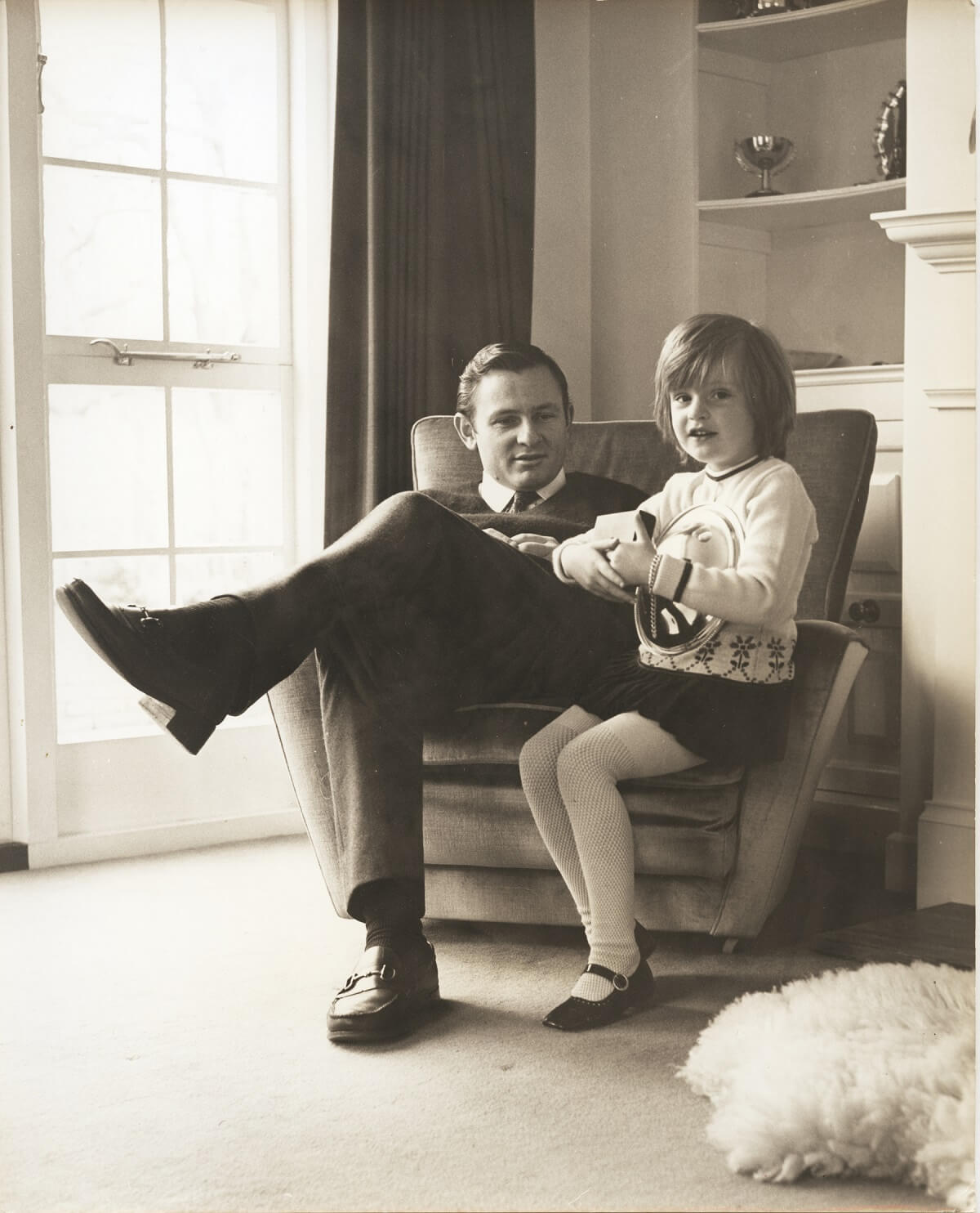 Bruce McLaren with daughter Amanda at the Muriwai House, Walton on Thames_UK_in 1969.jpg