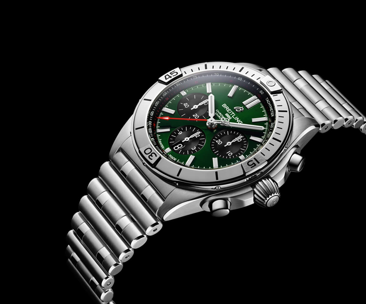 02_Chronomat B01 42 Bentley with a green dial and black contrasting chronograph counters.jpg