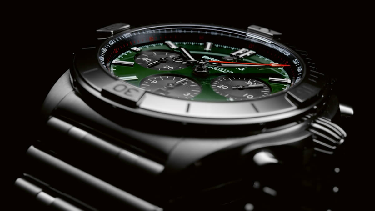 03_Chronomat B01 42 Bentley with a green dial and black contrasting chronograph counters.jpg