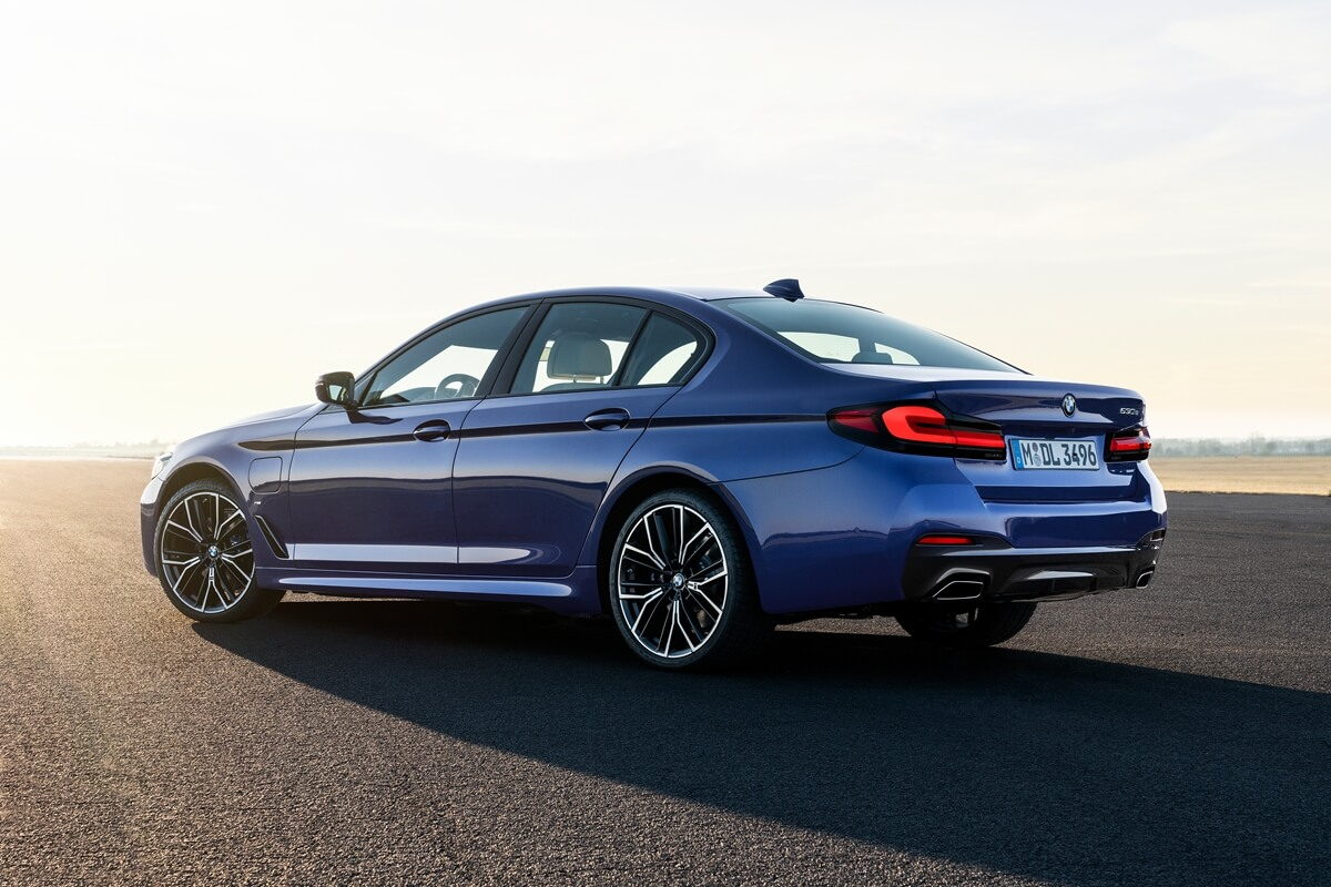 P90389011_highRes_the-new-bmw-530e-xdr.jpg