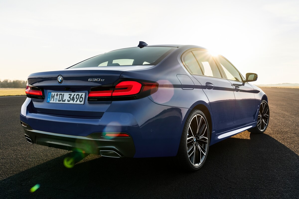 P90389015_highRes_the-new-bmw-530e-xdr.jpg