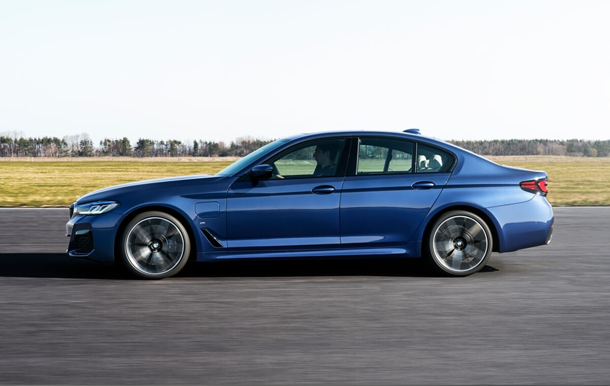 P90389023_highRes_the-new-bmw-530e-xdr.jpg