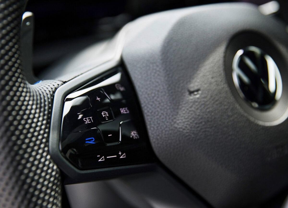 Volkswagen-Golf_R-2022-9.jpg