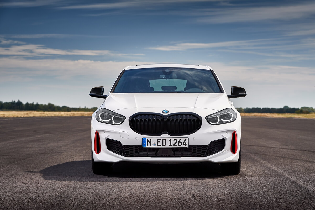 P90402195_highRes_the-all-new-bmw-128t.jpg