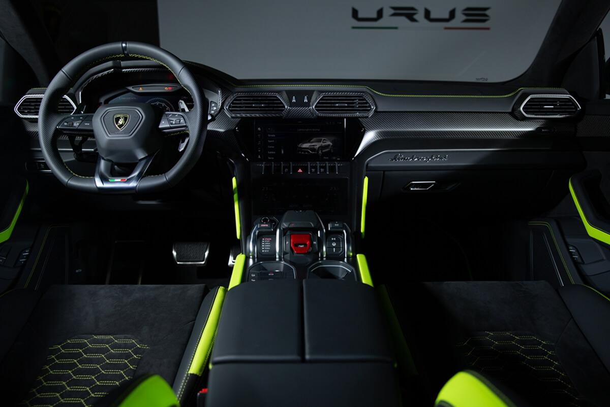 Urus-Graphite-Capsule-3.jpg