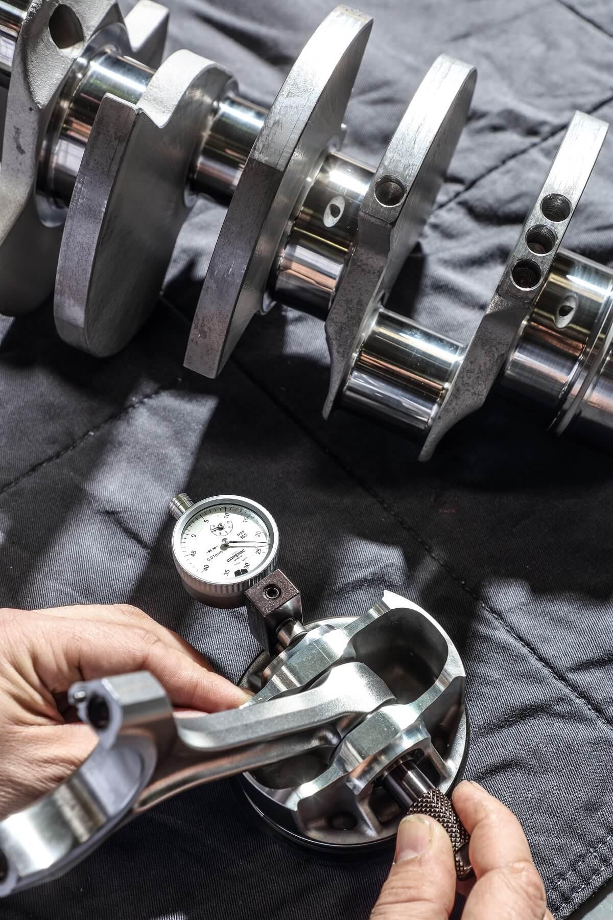 01_Maserati_engine_lab.jpg