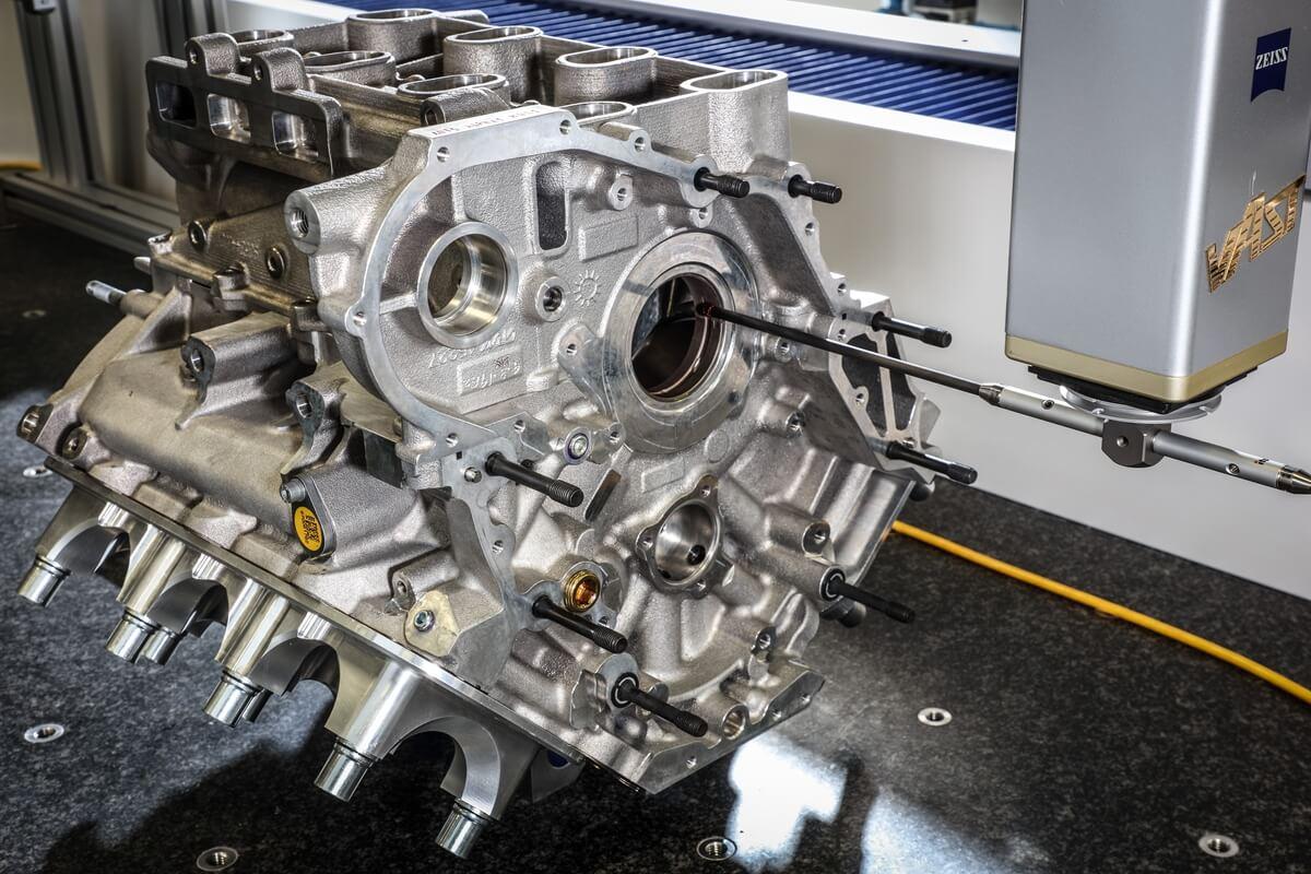 07_Maserati_engine_lab.jpg