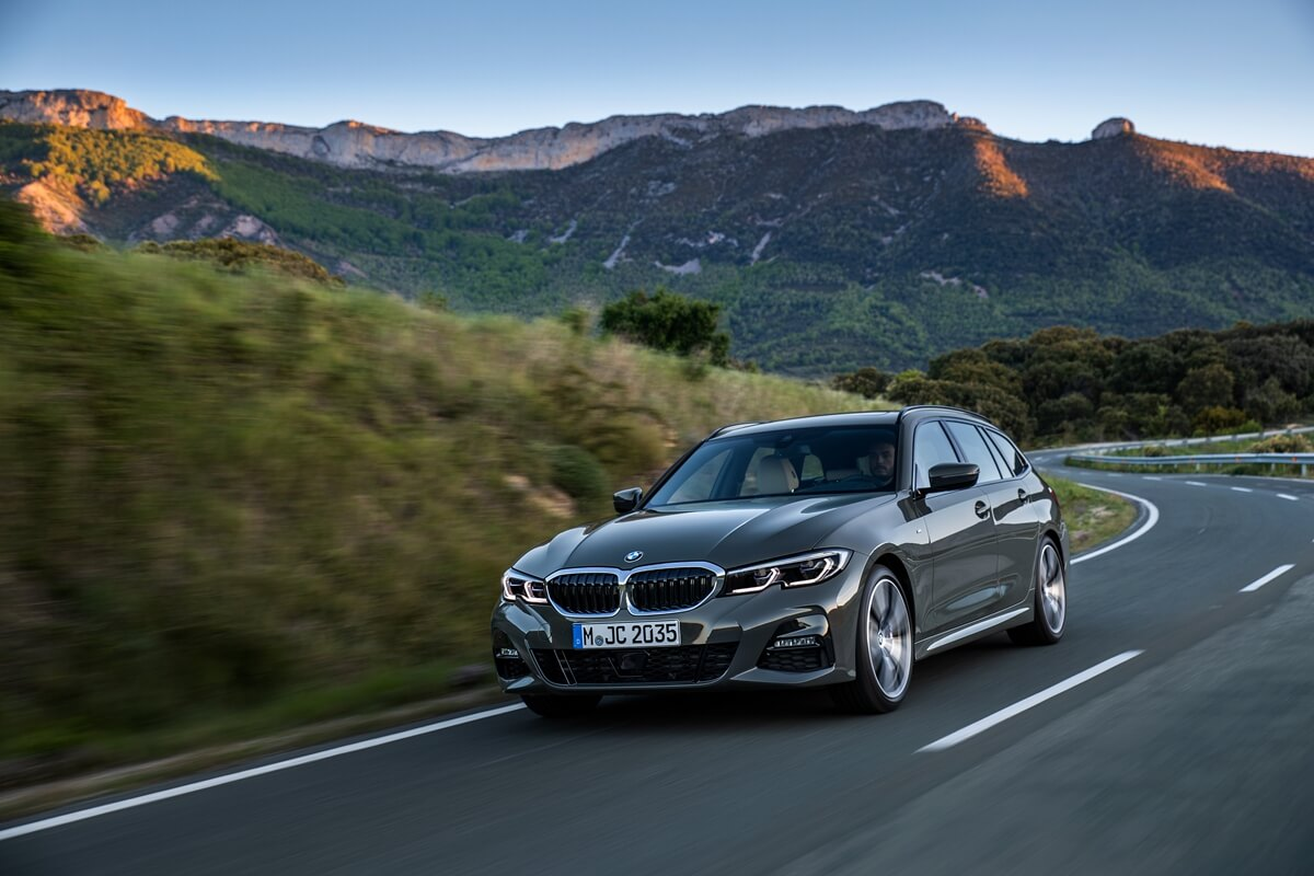 P90352551_highRes_the-new-bmw-3-series.jpg