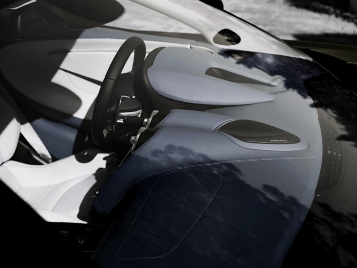 McLaren-GT_audio-system_center-console.jpg