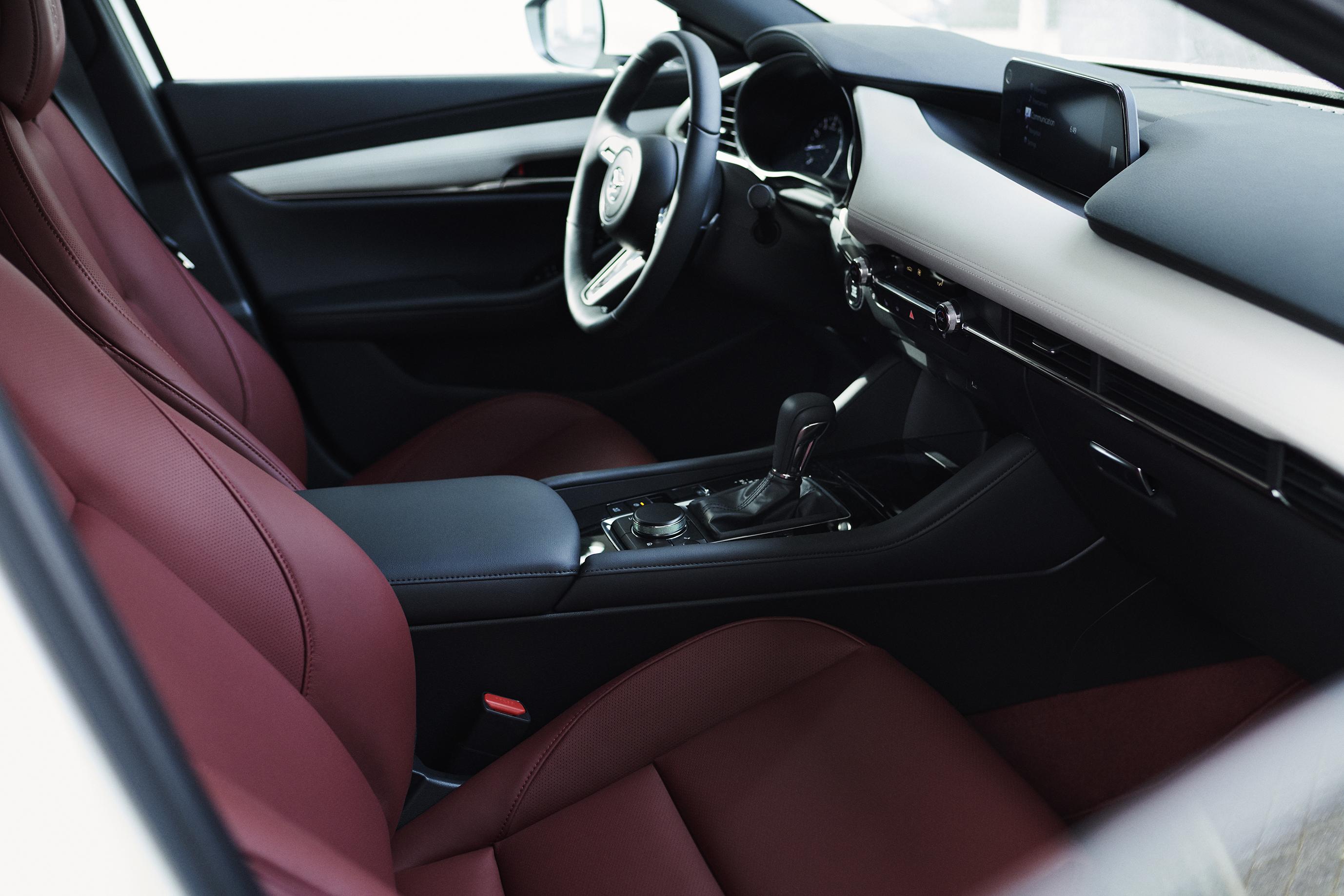 2020_100thSV_BRD15_EU_LHD_Mazda3_Interior_L.jpg