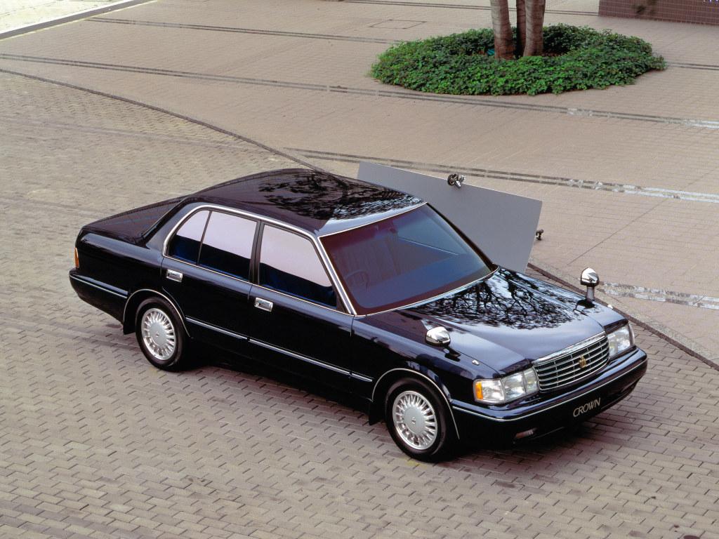toyota_crown_sedan.jpg