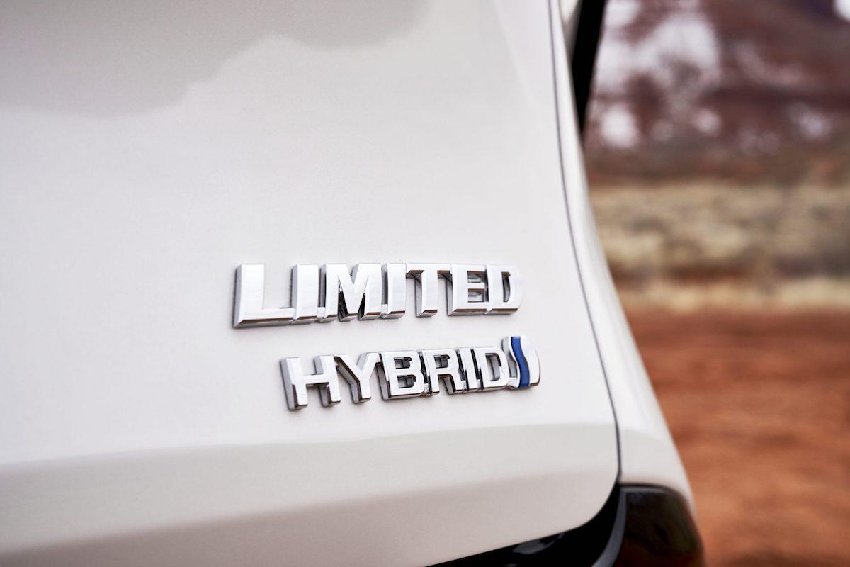 2021_Toyota_Sienna_Limited_06-scaled.jpg